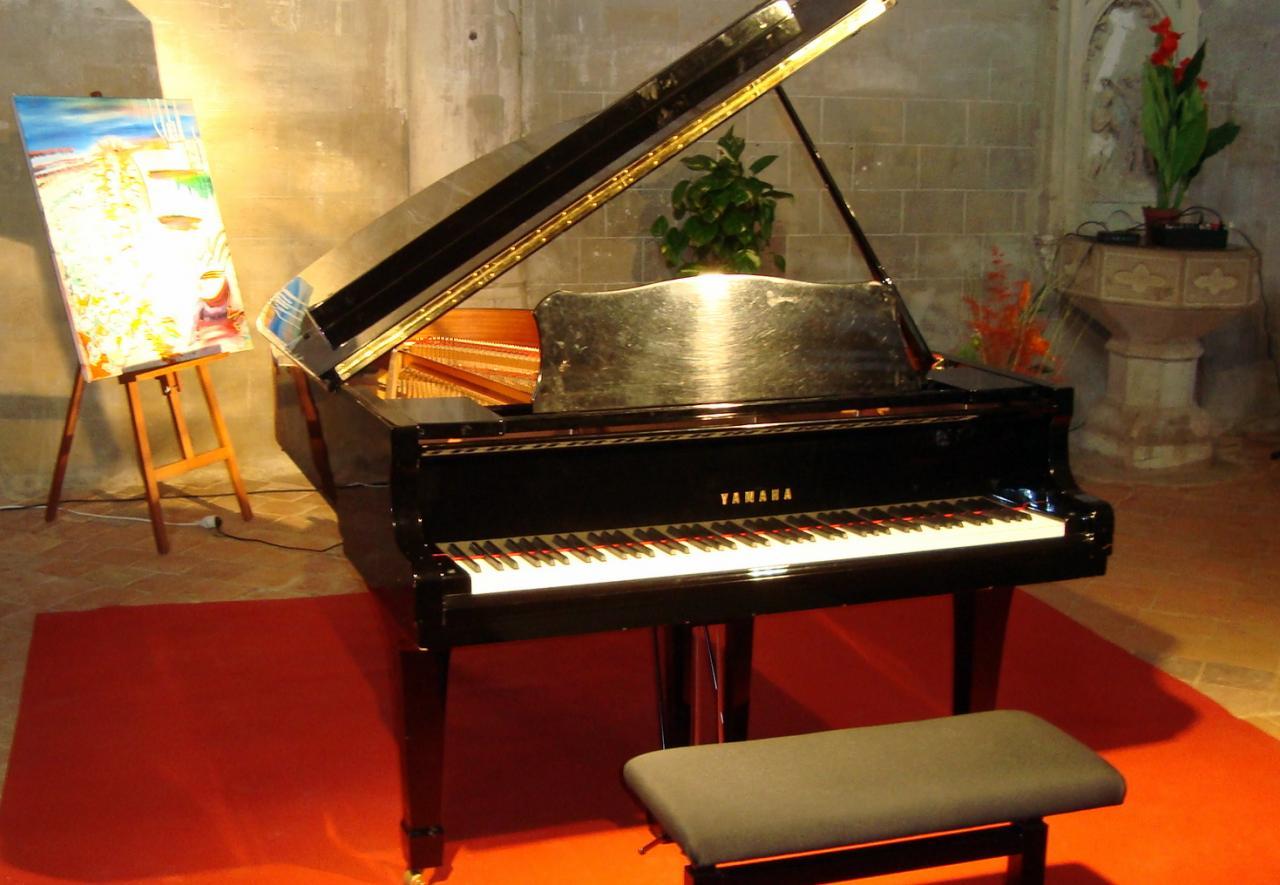 piano dans l'église de Villefranche